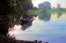 small-boat-on-maas-800